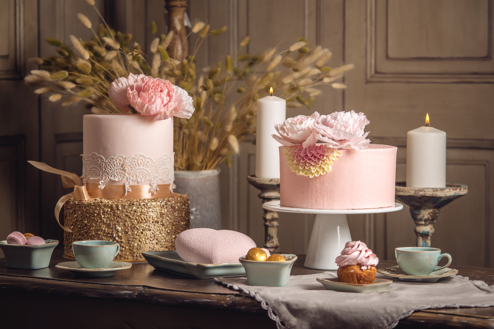 Luxury Wedding Table With A Beautiful Pink Cake Decorated With