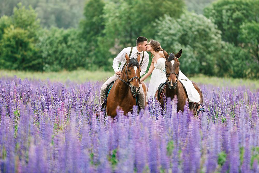 ausgefallene Hochzeitsfotos auf Pferden