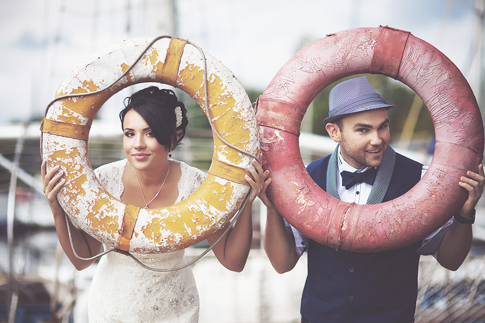 ausgefallene Hochzeitsfotos mit Rettungsringen