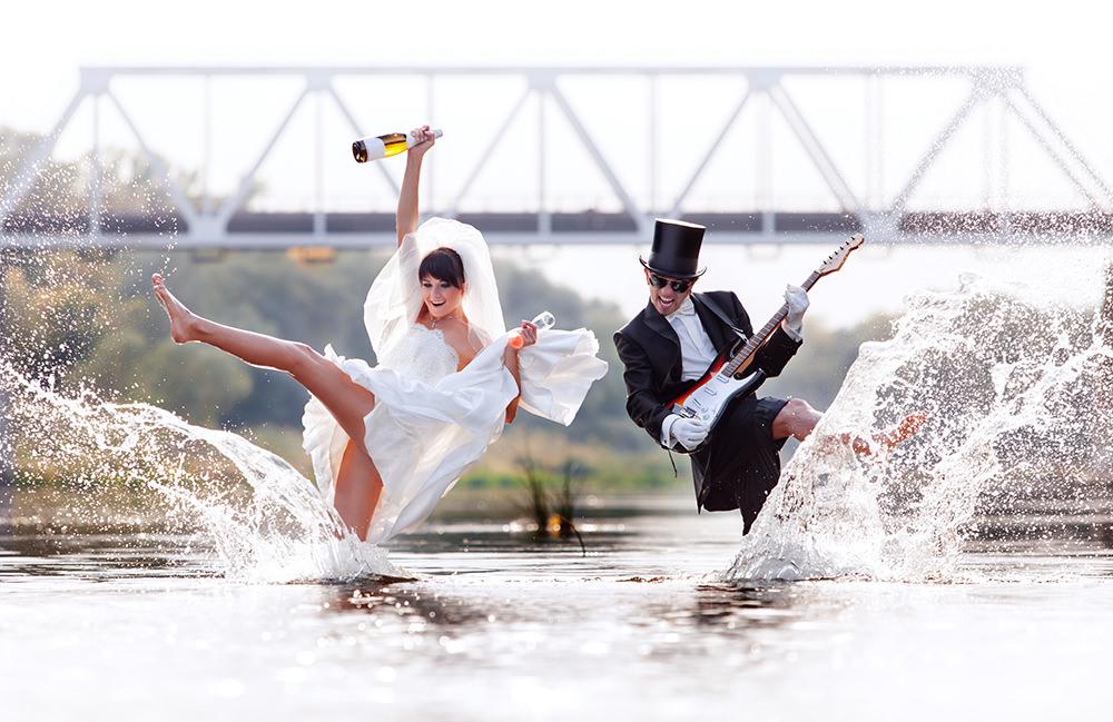 ausgefallene Hochzeitsfotos im Fluss