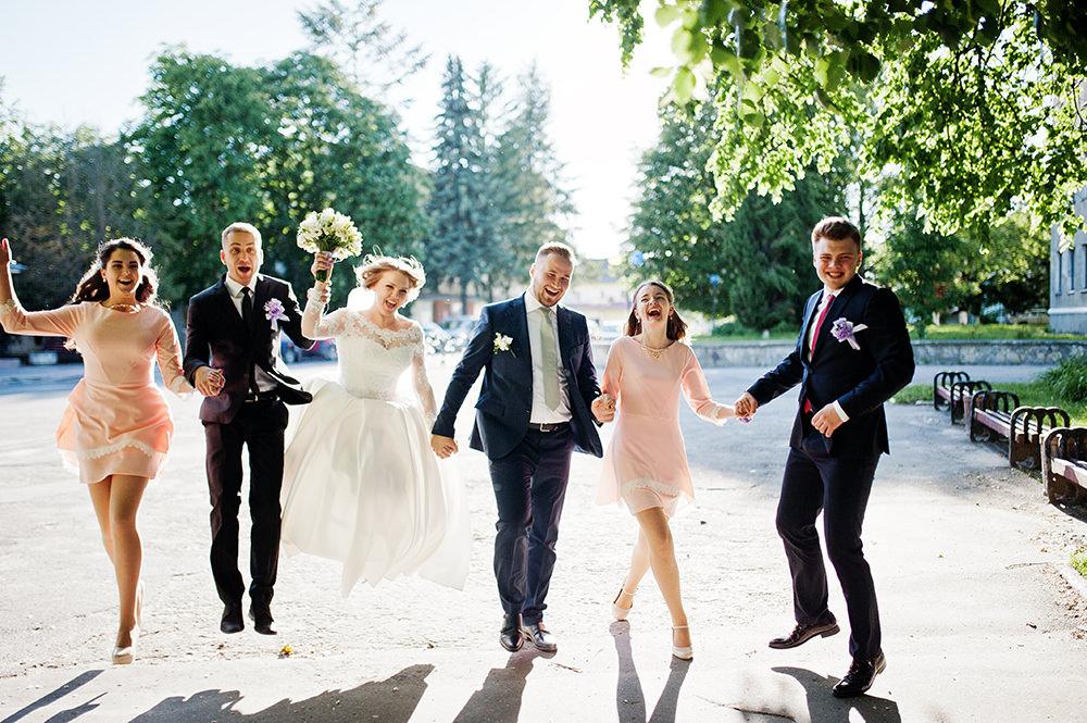 Hochzeitsfotos fröhliche Gruppe