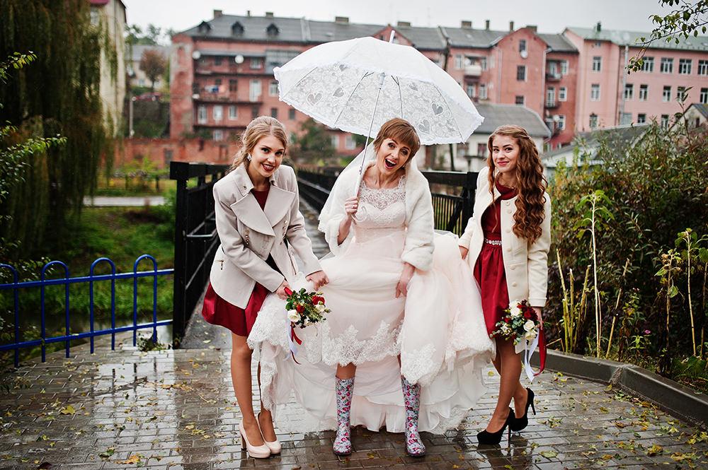 10 Tipps für eine regnerische Hochzeit: Regen ohne Problem!