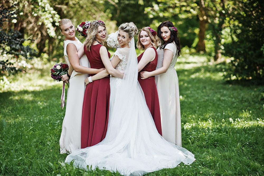 Hochzeitsfotos Braut und ihre Mädels