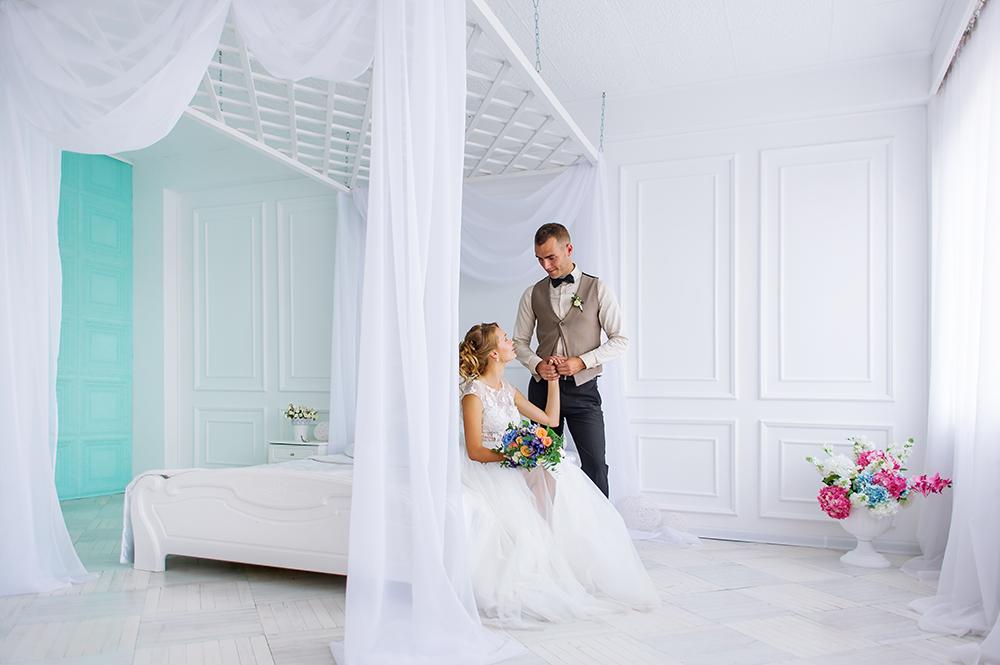 Hochzeitsfotos bei Regen im Schlafzimmer