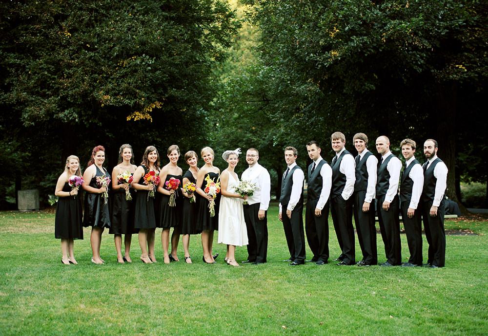 Hochzeitsfotos große Gruppe im Park